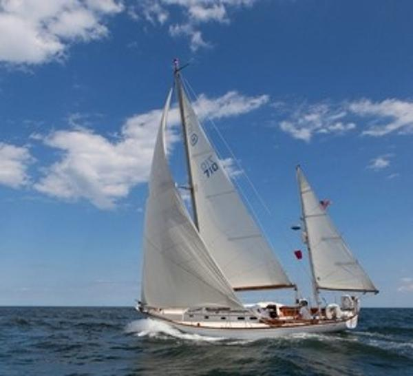 Hinckley Bermuda 40 On the Breeze