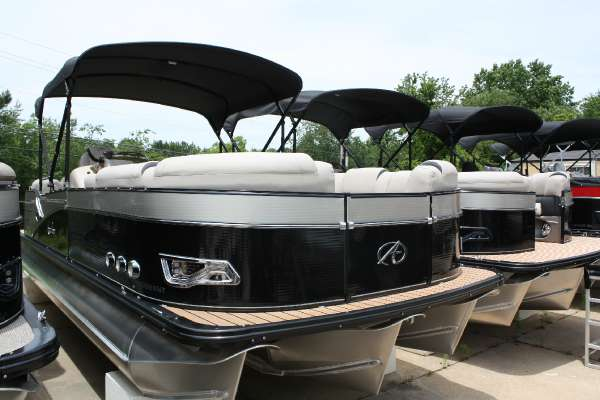 Avalon Catalina Platinum Entertainer - 25 ft.