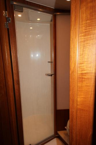 Fwd cabin shower