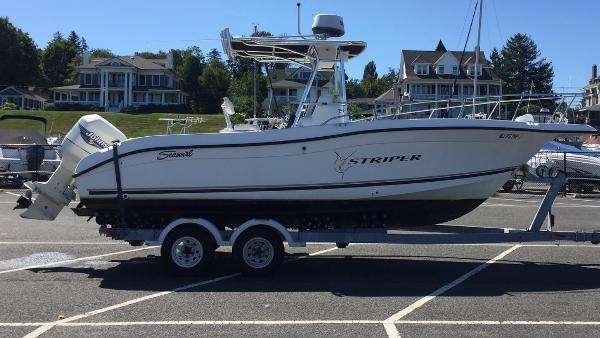 Seaswirl Striper 2301 Center Console O/B