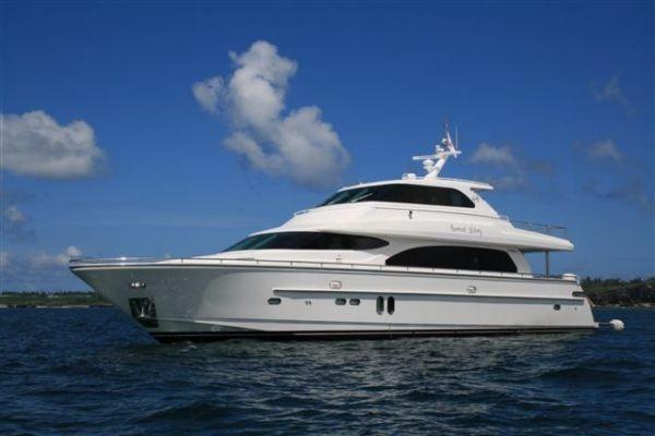 Horizon Motor Yacht with Sky Lounge 82 Horizon - Aurora