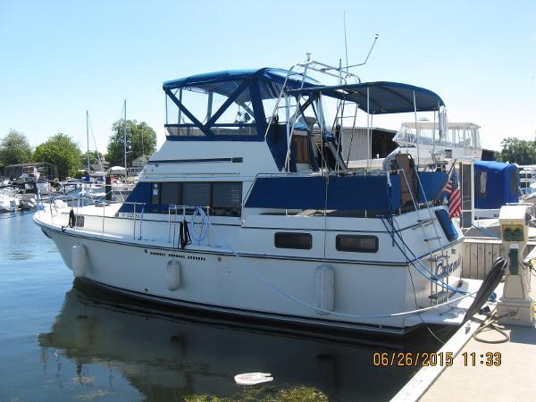 Carver 36 Aft Cabin Motoryacht port side