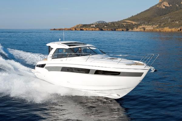 Bavaria S40 HT Underway