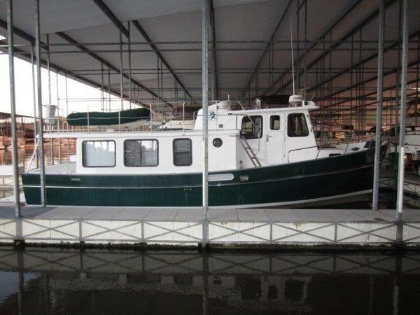 Pacific Trawlers 37 Pilothouse