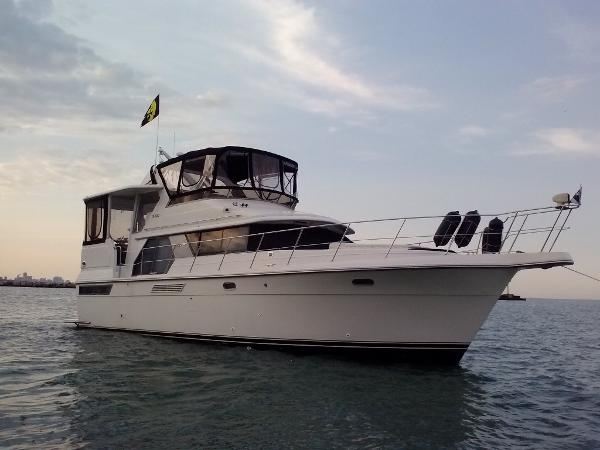 Carver 440 Aft Cabin Motor Yacht Exterior 1