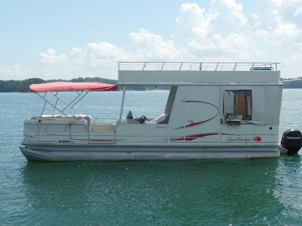 Tracker party barge 30