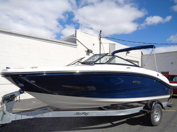 Sea Ray 190 SPX Deep Blue w/ 200 hp