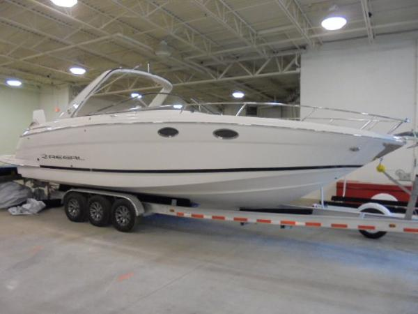 Regal 3550 Sport Cruiser Cuddy