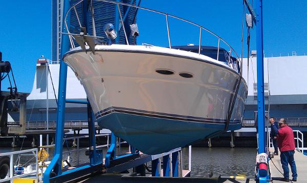 Sea Ray 390 Express Cruiser Port View