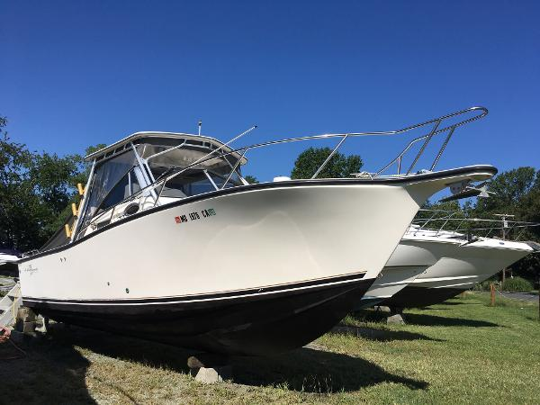 Albemarle 265 Express Fisherman Starboard Bow