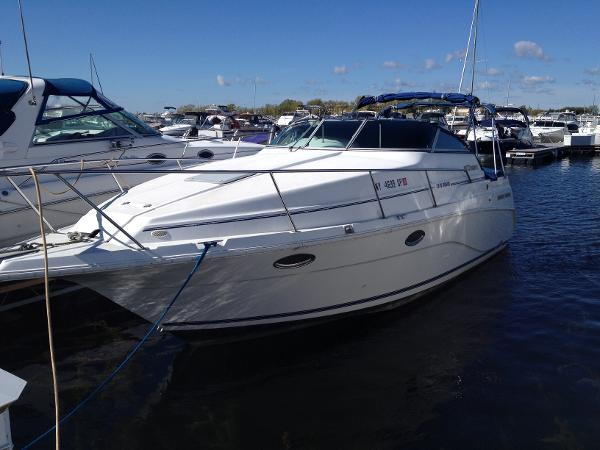 Cruisers Yachts 2670 Rogue at dock