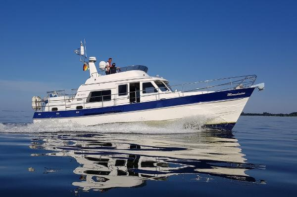 Hardy 42 Commodore STARBOARD SIDE