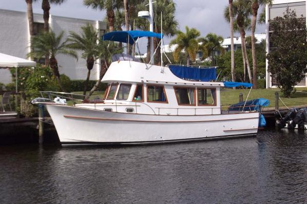 Marine Trader 34 Sedan Main Profile