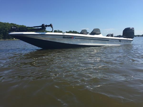 Champion Boats 223 Elite 22 Champion 05