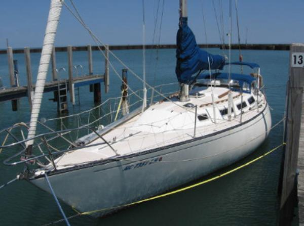 Catalina 38 Sparkman Stevens At Dock