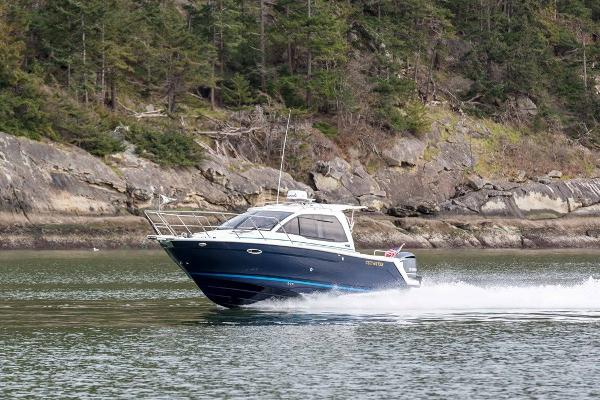 Cutwater C-242 Coupe OB