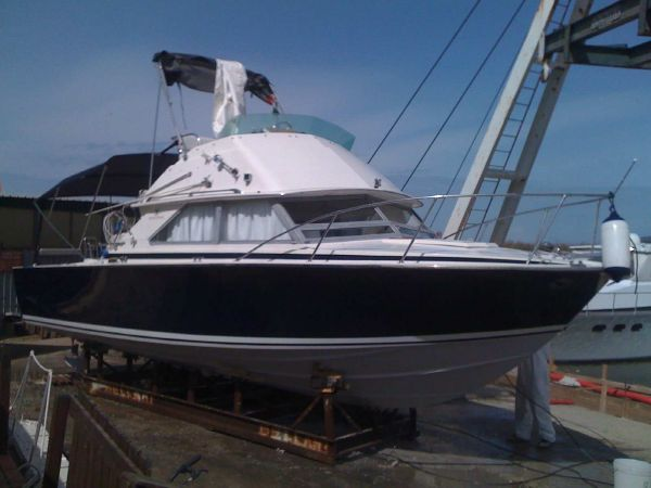 Bertram 28 Flybridge CRUISER Bertram 28 Fly