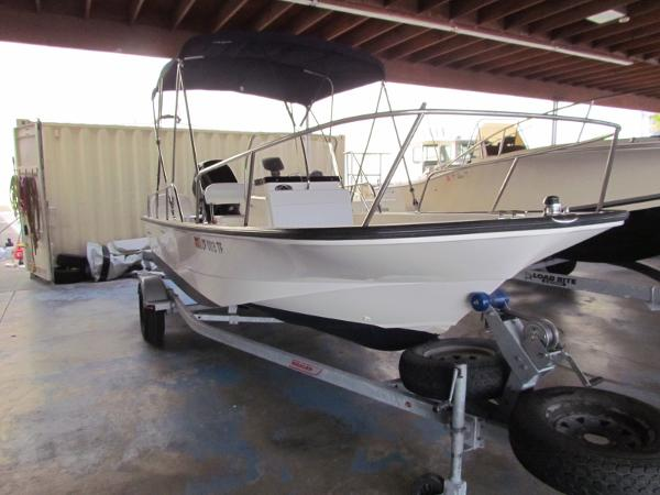 Boston Whaler 17 Montauk 17' Boston Whaler Montauk