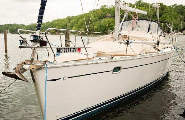 Jeanneau Odyssey 43 DS Port  bow