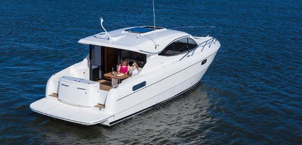 Maritimo C43 Sports Yacht Stern