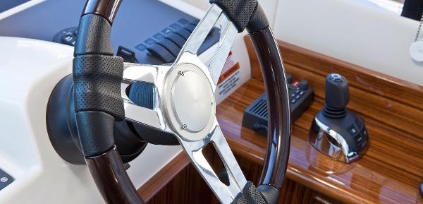 Maritimo C50 Sports Yacht Helm