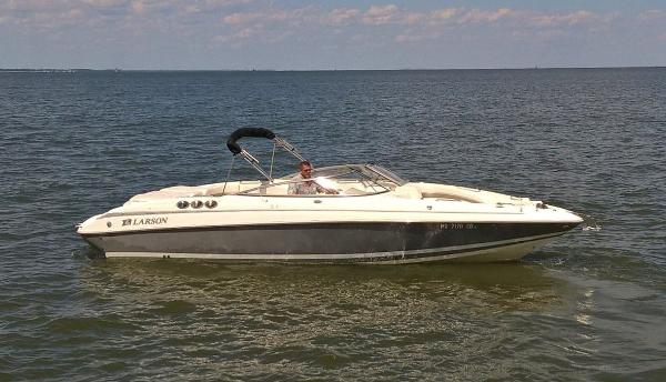 Larson LXi 288 Bowrider Larson in Water