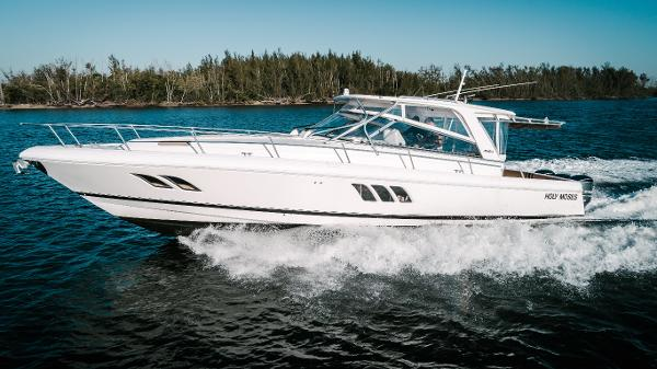 Intrepid 475 Sport Yacht Port Profile