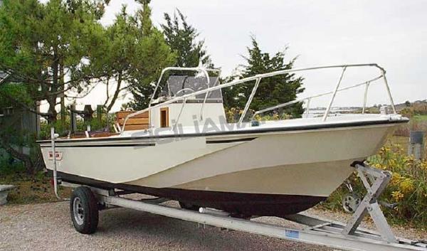 Boston Whaler Outrage 18 BW 18 Outrage - similar boat