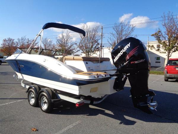 Sea Ray 21 SPX OB Big Outboard Power
