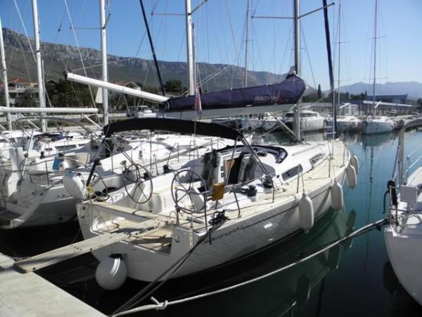 Salona 44 (Sails 2018) Salona 44