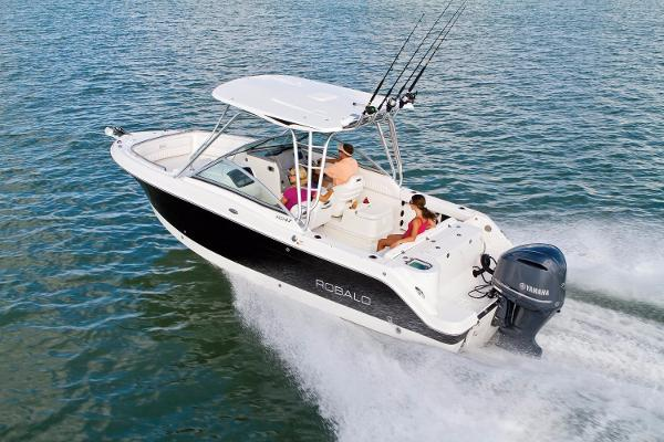Robalo R247 Dual Console 2016 Manufacturer Provided Image
