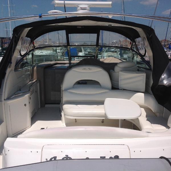 Sea Ray 380 Sundancer Large cockpit