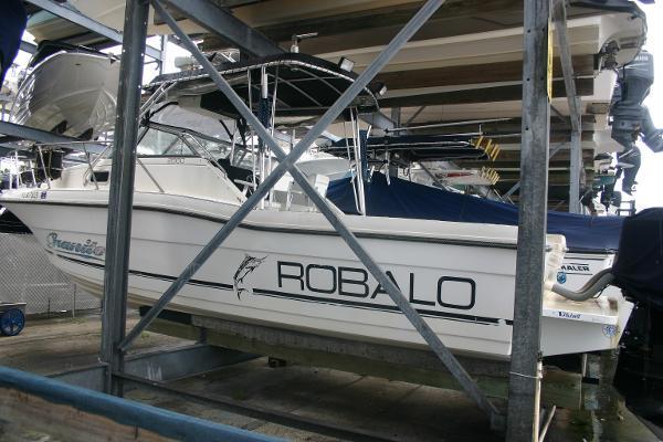 Robalo 2660 Cuddy Cabin