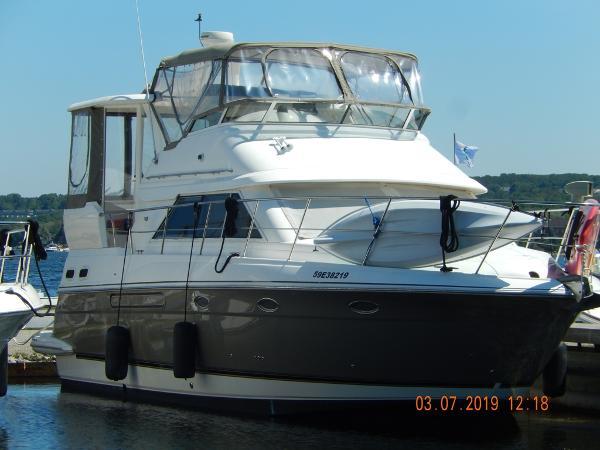 Cruisers Yachts 3750