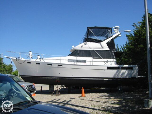 Bayliner 3870 1988 Bayliner 3870 for sale in Mount Sinai, NY
