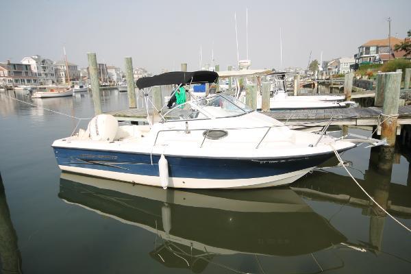 Hydra-Sports 212 WA Starboard Profile