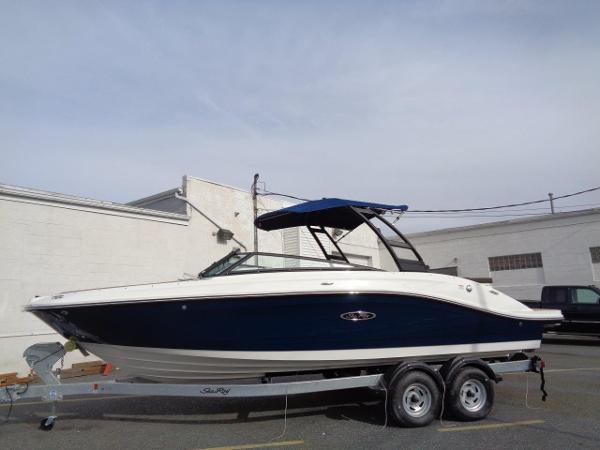 Sea Ray 230 SPX Water Sport Edition