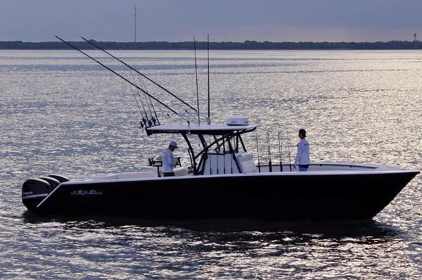 seahunter 35 Center Console