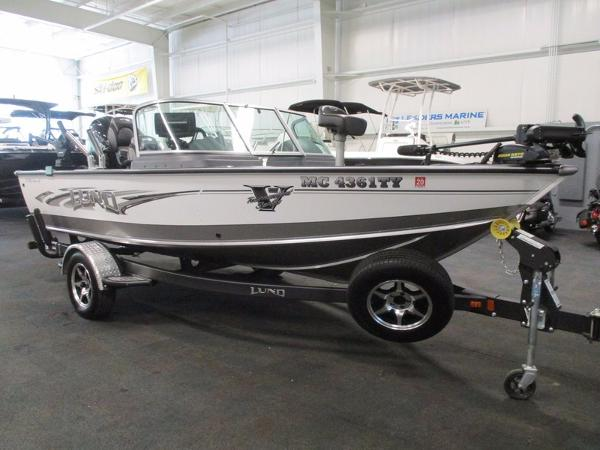 Used lund boats for sale in michigan for Used lund fishing boats for sale