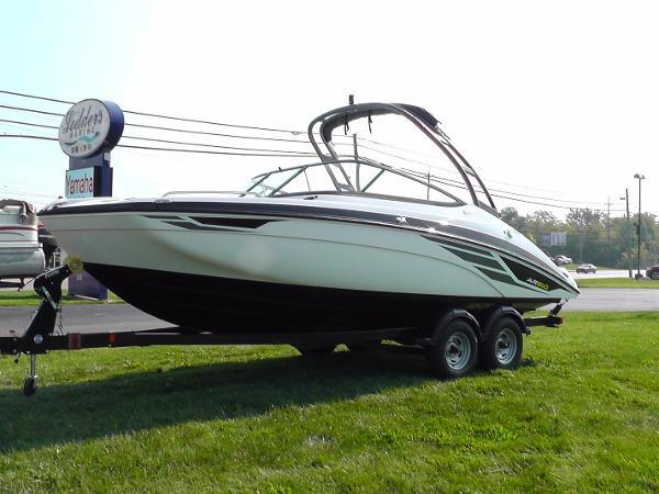 Yamaha Sport Boat AR210
