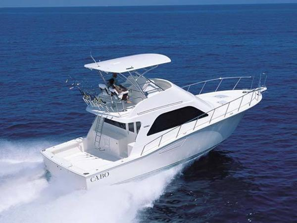 Cabo yachts Flybridge