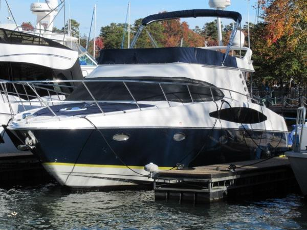 Regal 3880 Commodore Exterior profile at dock