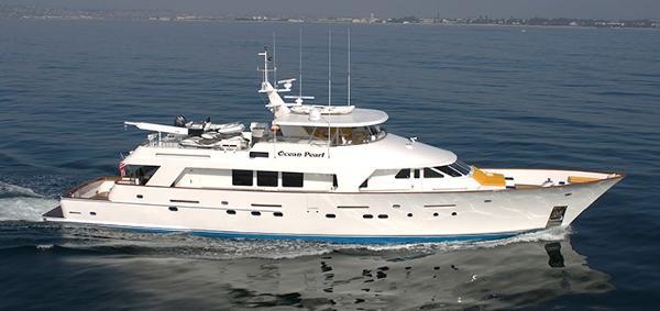Christensen Cockpit Motoryacht OCEAN PEARL EXTERIOR