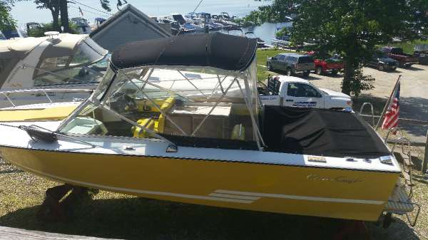 Chris-Craft 23 Lancer Overnighter