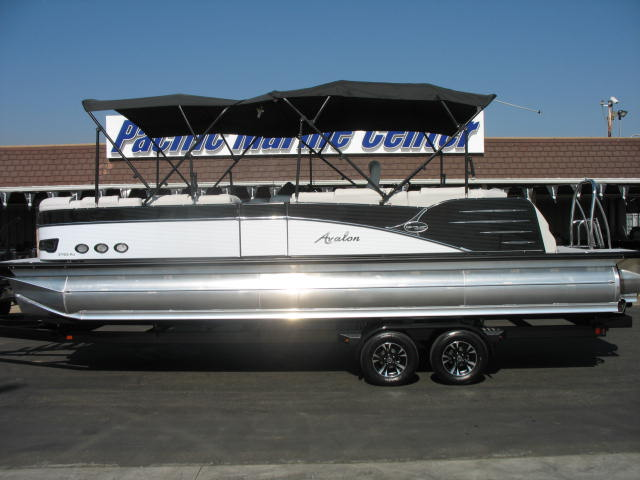 Avalon Catalina Platinum RJ 27 Tri-toon - 300HP