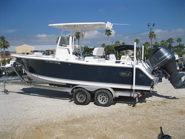 Sea Hunt Ultra 235