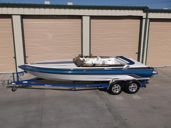 Hallett Boats 210