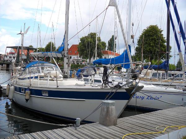 Hallberg-Rassy 352