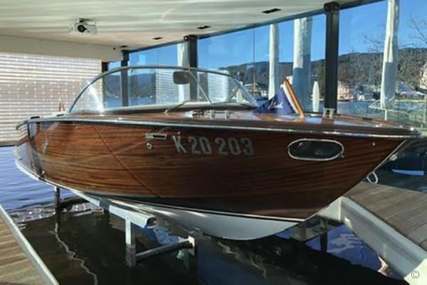 Boesch 710 Costa Brava de Luxe Boesch Boats UK - Boesch 710 Costa Brava De Luxe yacht tender for sale in London and the United Kingdom