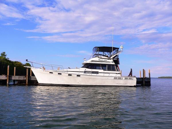 Bayliner 3888 Motoryacht Docked